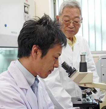 Dr. Ohhira in Lab